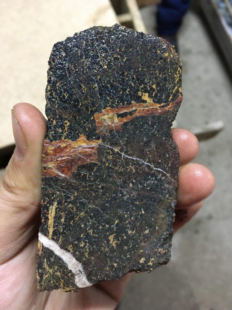 Казгеология обнаружила ранее неизвестное месторождение хромитовых руд